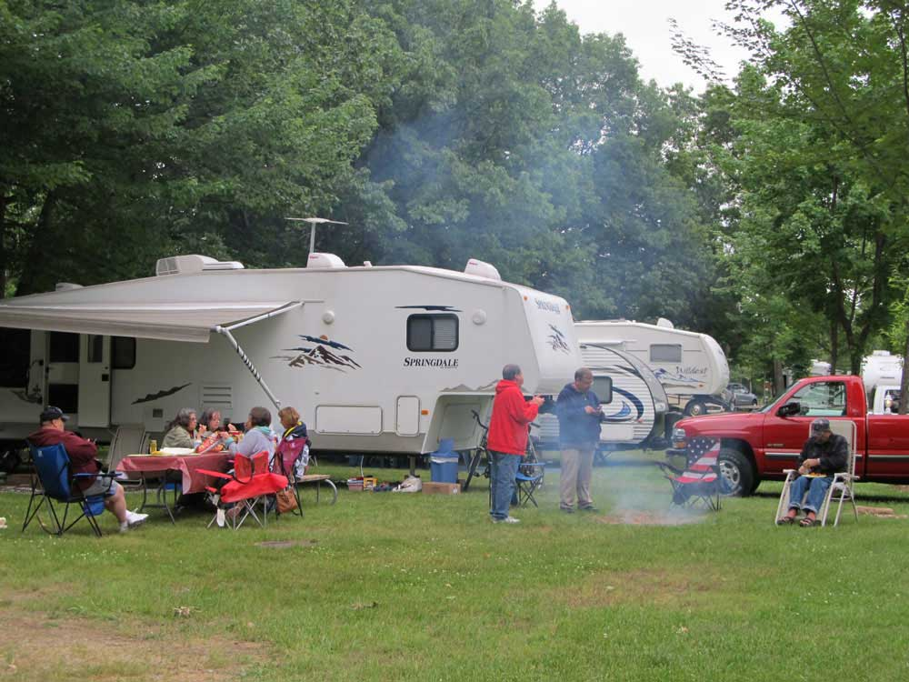 Trailer camping at COUNTRYSIDE CAMPGROUND