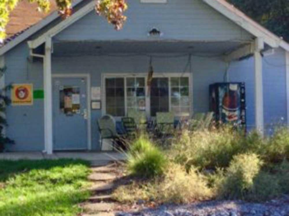 MOUNTAIN GATE RV PARK At REDDING CA