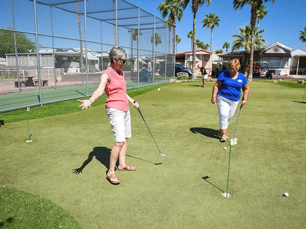 Women on putting green at GOOD LIFE RV RESORT