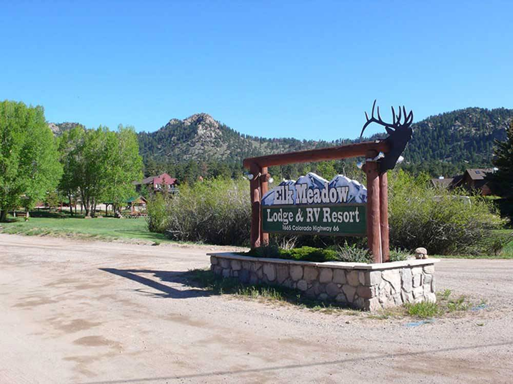 Sign leading into RV park at ELK MEADOW LODGE AND RV RESORT