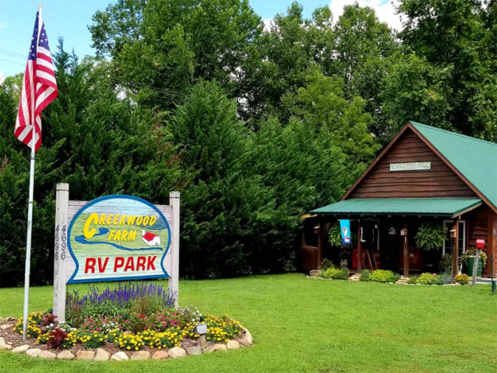 The front entrance sign and building at CREEKWOOD FARM RV PARK