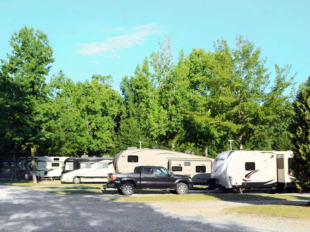Lake pines rv park campground columbus campgrounds for Nearby campgrounds with cabins