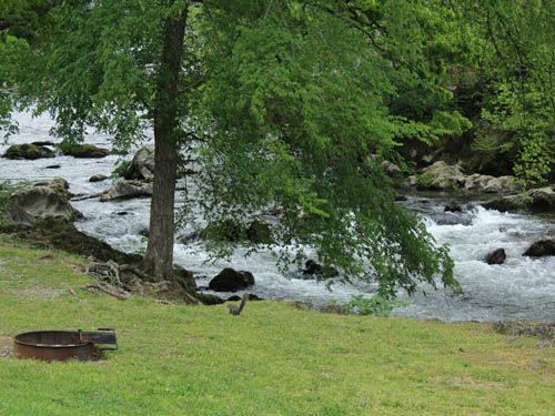 CAMP RIVERSLANDING at PIGEON FORGE, TN