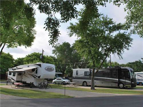 TRAVELERS WORLD CAREFREE RV RESORT at SAN ANTONIO, TX