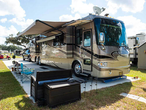 PARADISE OAKS RV RESORT at BUSHNELL, FL