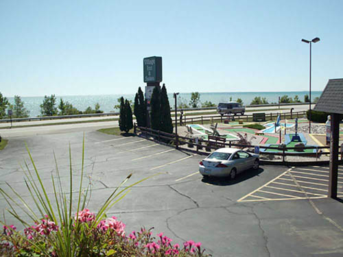 VILLAGE INN ON THE LAKE HOTEL & RV PARK at TWO RIVERS, WI