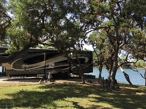 LAKE MEDINA RV RESORT at LAKEHILLS, TX