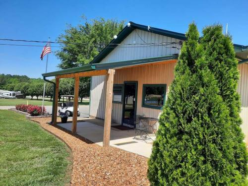 GREEN ACRES RV RESORT at SAVANNAH, TN