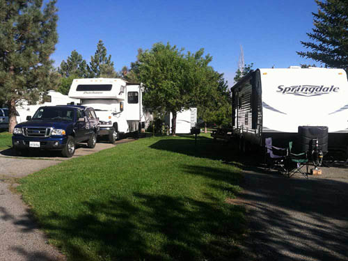 TRUCKEE RIVER RV PARK at TRUCKEE, CA