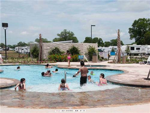 BRAZORIA LAKE RV RESORT at BRAZORIA, TX