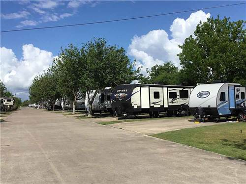 LAZY LONGHORN RV PARK at VICTORIA, TX