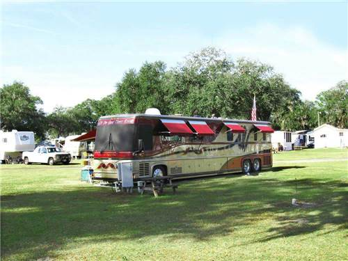RED OAKS CAREFREE RV RESORT at BUSHNELL, FL