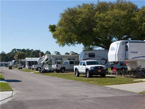 BUTTONWOOD BAY RV RESORT & MANUFACTURED HOME COMMUNITY at SEBRING, FL