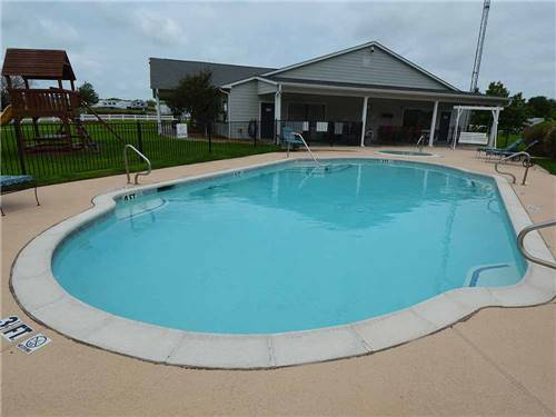 BLUEBONNET RIDGE RV PARK & COTTAGES at TERRELL, TX