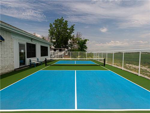 CAMPING LA CLE DES CHAMPS RV RESORT at SAINT-PHILIPPE, QC