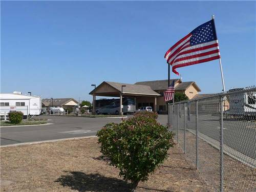 FLAG CITY RV RESORT at LODI, CA