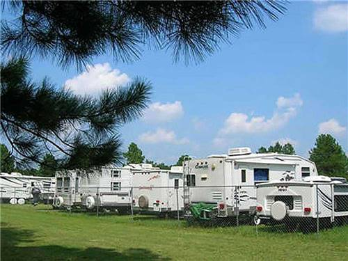 FAYETTEVILLE RV RESORT & COTTAGES at WADE, NC