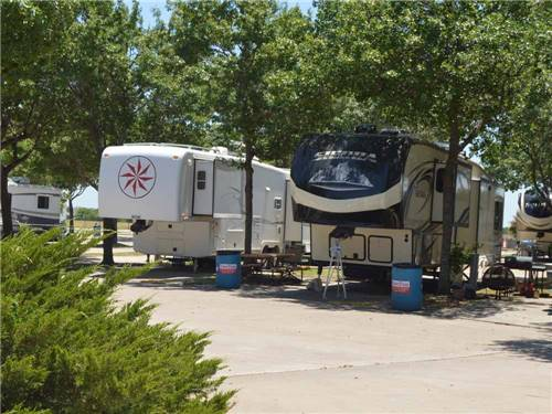 TRADERS VILLAGE RV PARK at GRAND PRAIRIE, TX
