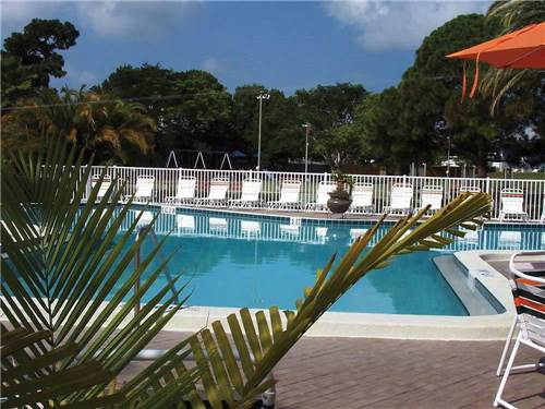 DUNEDIN CAREFREE RV RESORT & THE BLUE MOON INN at DUNEDIN, FL