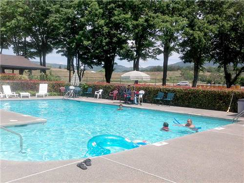 HOLIDAY RV PARK at MEDFORD, OR