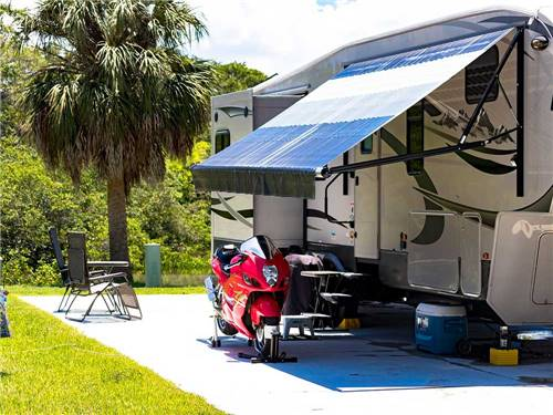BAY BAYOU RV RESORT at TAMPA, FL