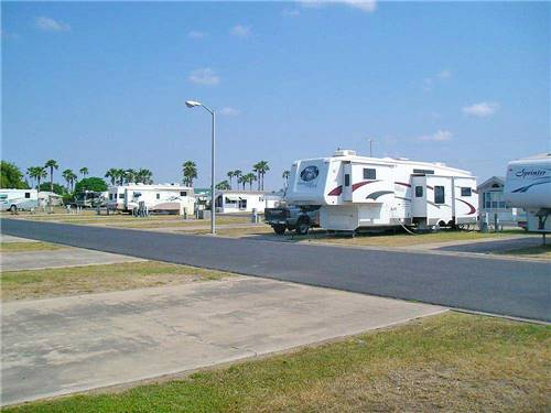 COUNTRY SUNSHINE RV RESORT at WESLACO, TX
