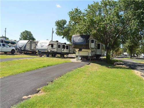 MOCKINGBIRD HILL MOBILE HOME & RV PARK at BURLESON, TX