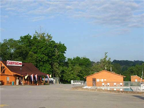 RIPPLIN' WATERS CAMPGROUND & CABIN RENTAL at SEVIERVILLE, TN