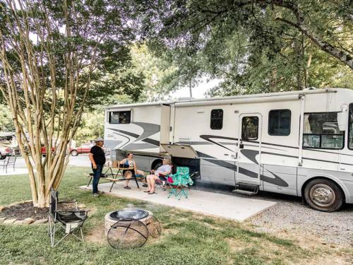 CREEKSIDE RV PARK at PIGEON FORGE, TN