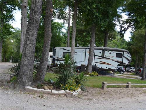 COUNTRY PLACE RV PARK at CUT AND SHOOT, TX