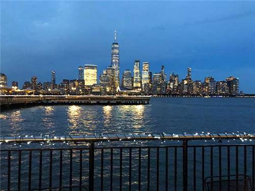 AMAZING VIEWS OF THE CITY FROM YOUR RV!