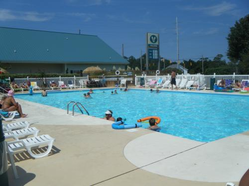 Holiday Trav-L-Park Pool